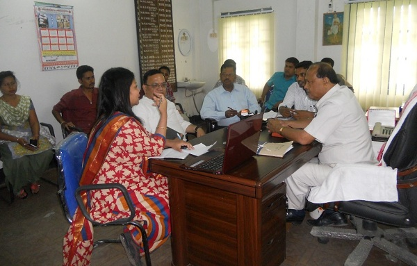 Alok Vajpeyi and Chandana Borah interacting with DHS officials at Bongaigaon District.