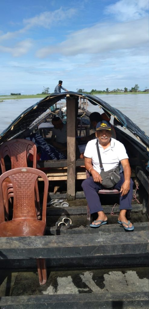 Dr. Juganta Deori and  the Dibrugarh Boat Clinic team proceeding toward Karmichuk and Popita (riverine village) in a  country boat for a health check up. The dedication, commitment and teamwork is inspiring.